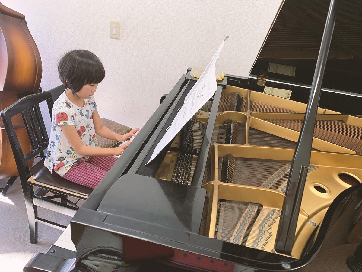 ピアノレッスン中の1コマ
