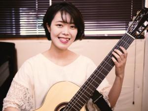 女性ギター講師